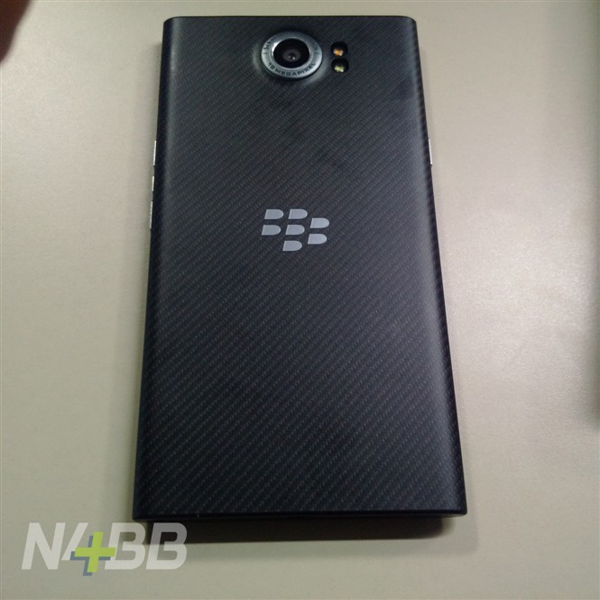 1444113950_blackberry-priv-leaked-hands-on-photos-plus-official-images-4.jpg