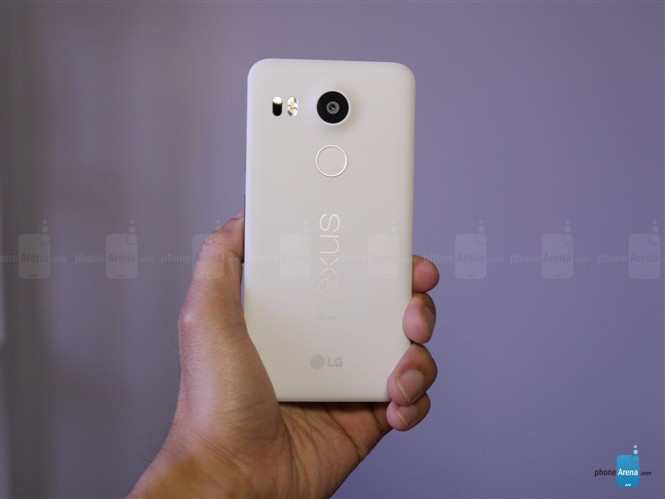 1445246139_google-nexus-5x-unboxing-4.jpg