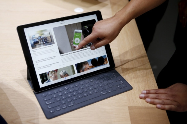1446233299_the-new-apple-ipad-pro-and-keyboard-are-displayed-during-an-apple-media-event-in-san-francisco.jpg