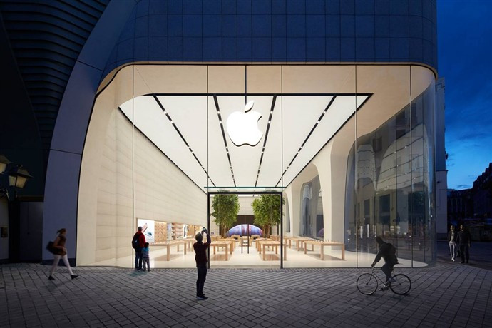 1446454979_this-is-the-new-apple-store-in-brussels-from-the-outside.jpg