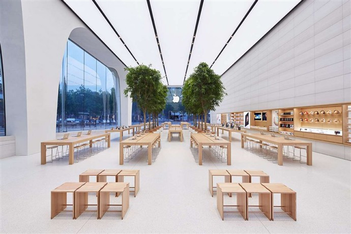 1446455059_like-many-other-apple-stores-theres-a-big-emphasis-on-natural-finishes-apple-used-a-lot-of-timber-for-this-open-plan.jpg