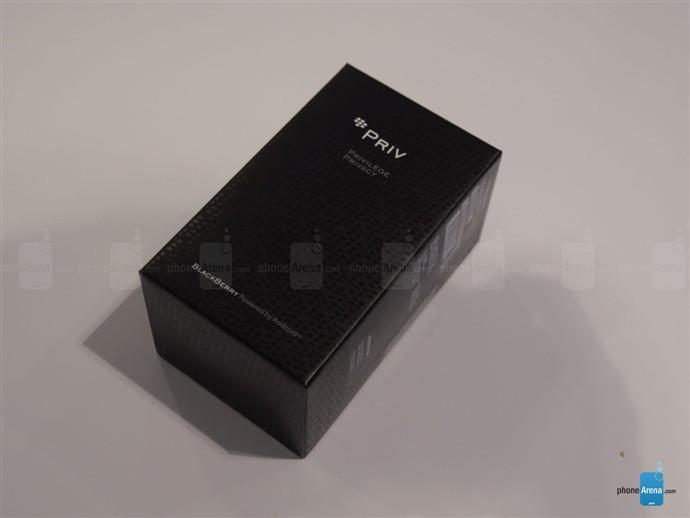1446789085_blackberry-priv-unboxing.jpg