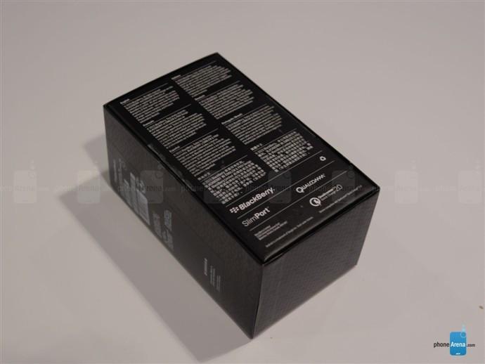 1446789136_blackberry-priv-unboxing-1.jpg