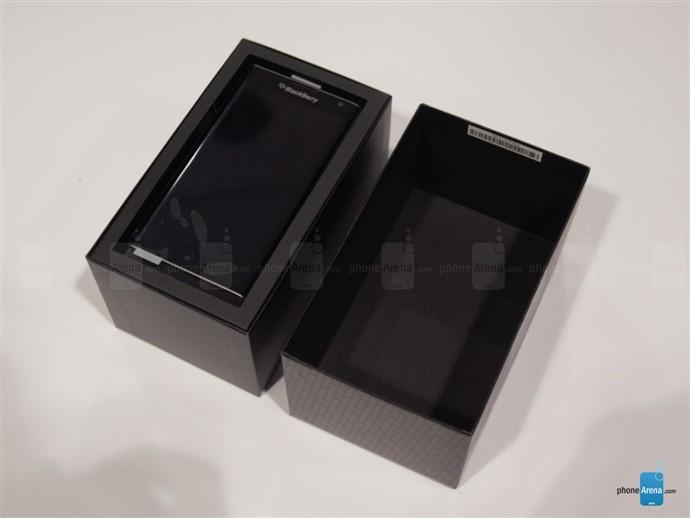 1446789144_blackberry-priv-unboxing-2.jpg