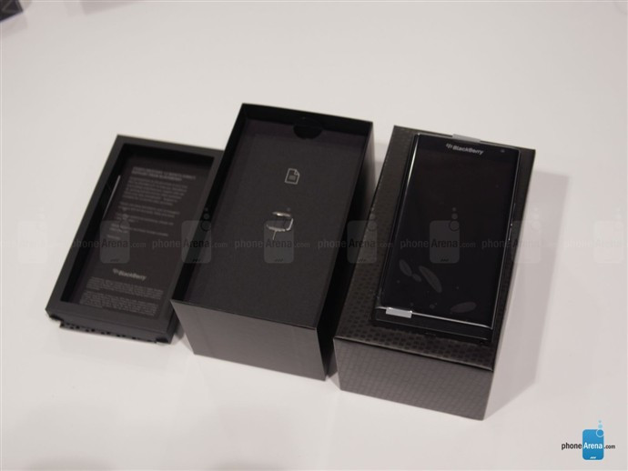 1446789153_blackberry-priv-unboxing-3.jpg