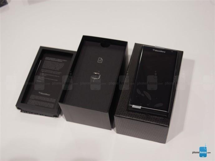 1446789153_blackberry-priv-unboxing-3.jpg