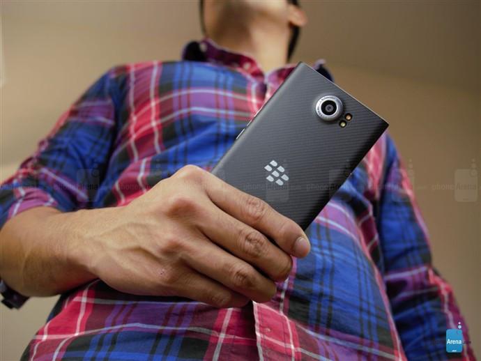 1446789240_blackberry-priv-unboxing-5.jpg