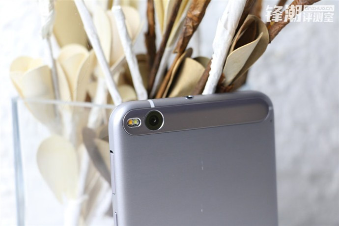 1450881645_new-pictures-of-the-htc-one-x9-are-discovered-in-china-3.jpg