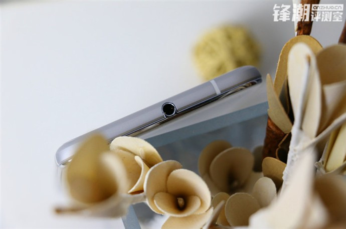 1450881670_new-pictures-of-the-htc-one-x9-are-discovered-in-china-6.jpg
