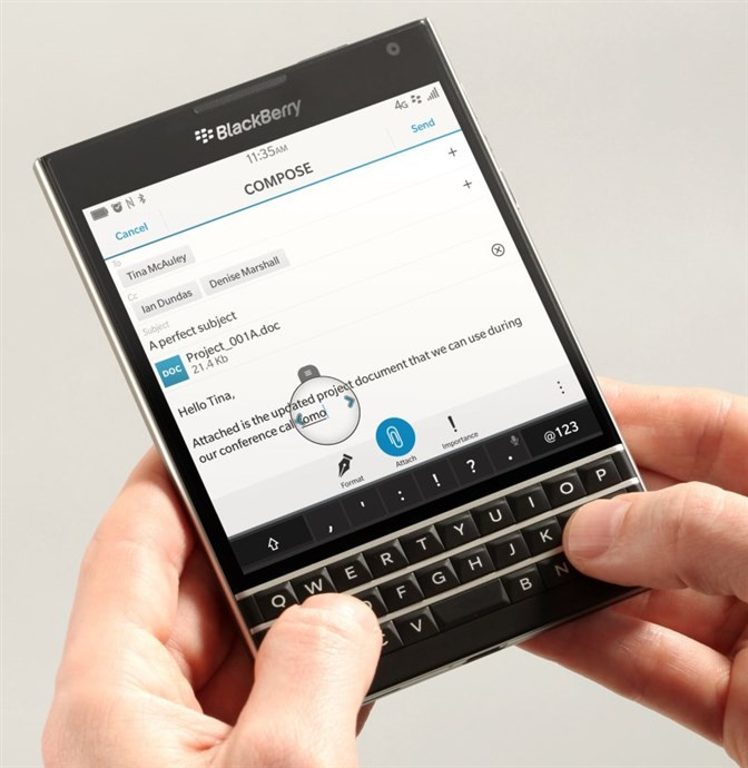 1451815873_20-blackberry-passport.jpg