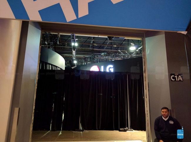 1451835437_lg-behind-the-curtain.jpg
