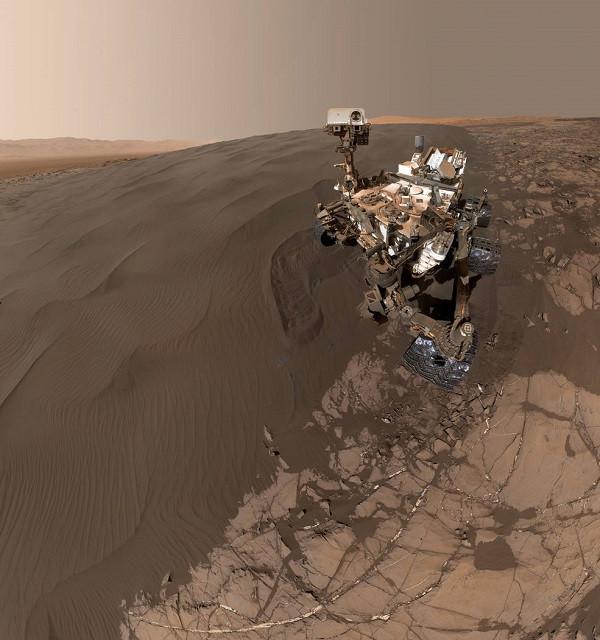 1454172011_curiosity-rover-selfie.jpg