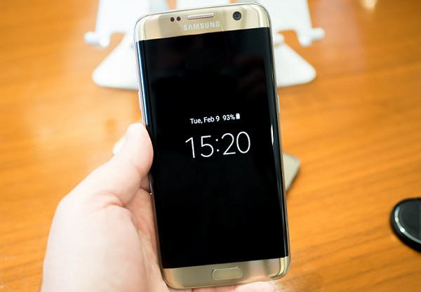 1456209214_galaxy-s7-edge-always-on-clock.jpg