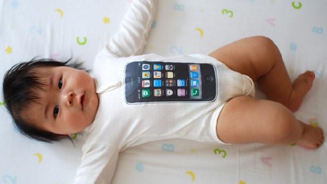 iPhone ve motosiklet alabilmek için bebeğini sattı
