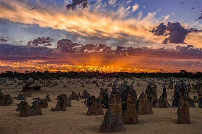 1464088548_the-pinnacles-western-australia.jpg