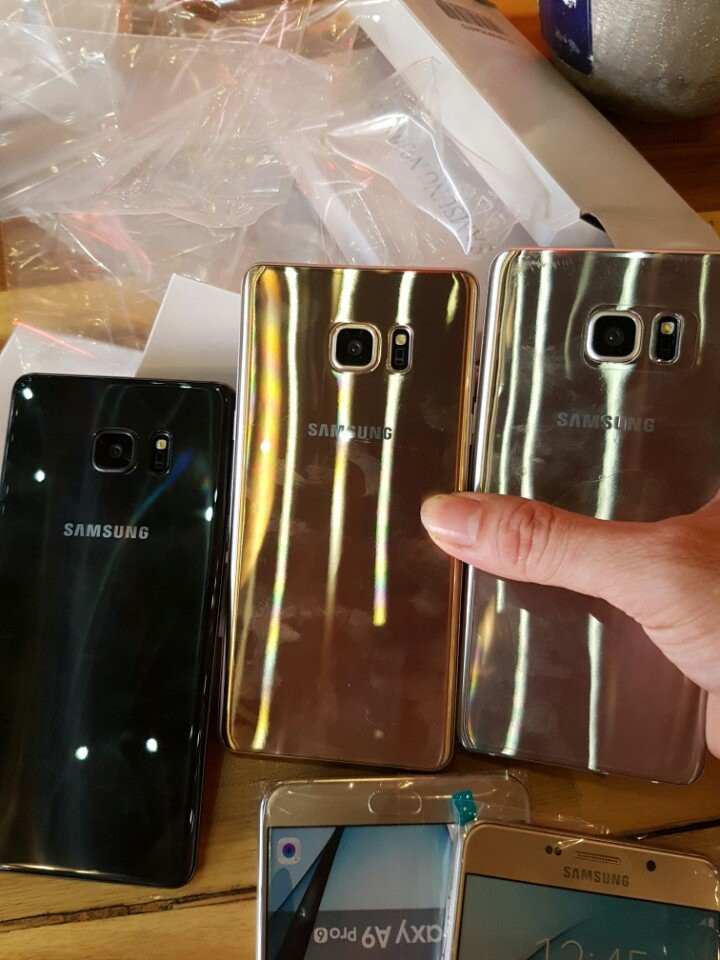 1470126193_note-7-box-leak-and-hands-on-pictures-3.jpg