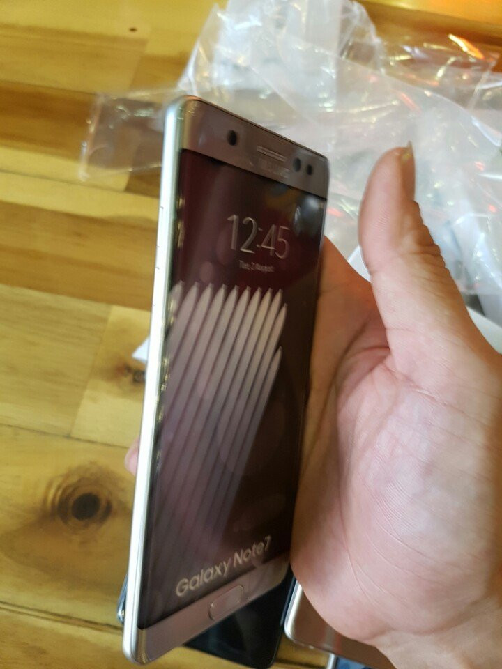 1470126285_note-7-box-leak-and-hands-on-pictures-4.jpg