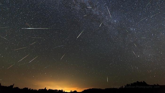 1470927003_perseid-meteor-shower-2013-august-12-40-cumulative-meteors.jpg
