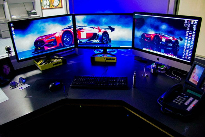 1470946984_multi-monitor-gaming-setup-23.jpg