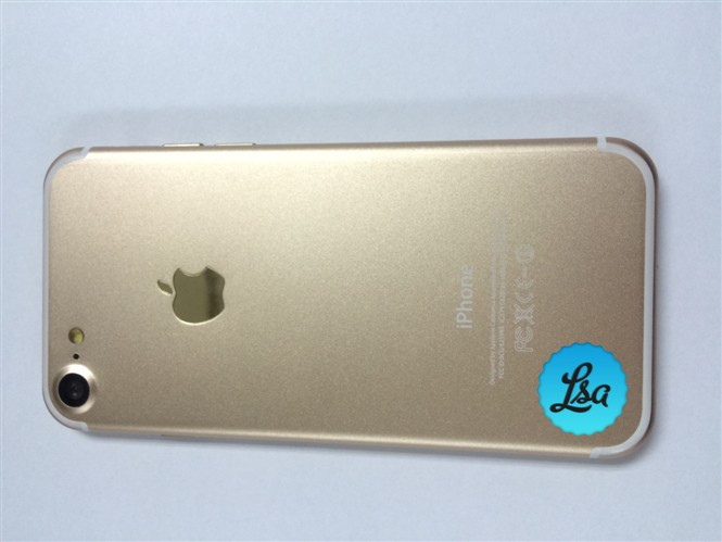 1471004792_leaked-images-of-the-iphone-7-and-iphone-7-plus-in-gold-and-space-black-1.jpg