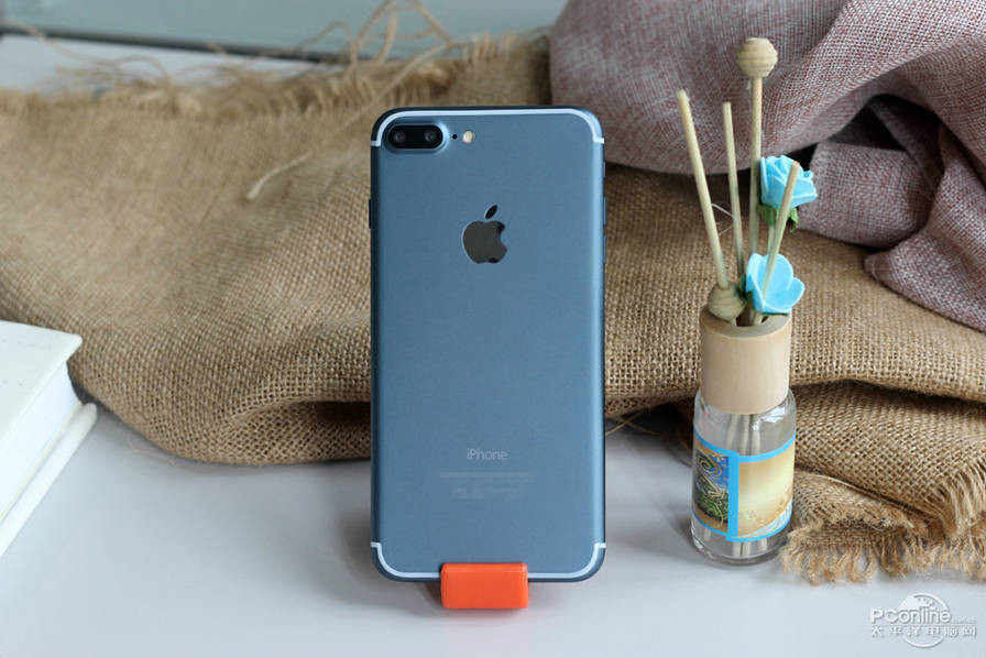 1471426209_alleged-iphone-7-plus-in-deep-blue-1.jpg