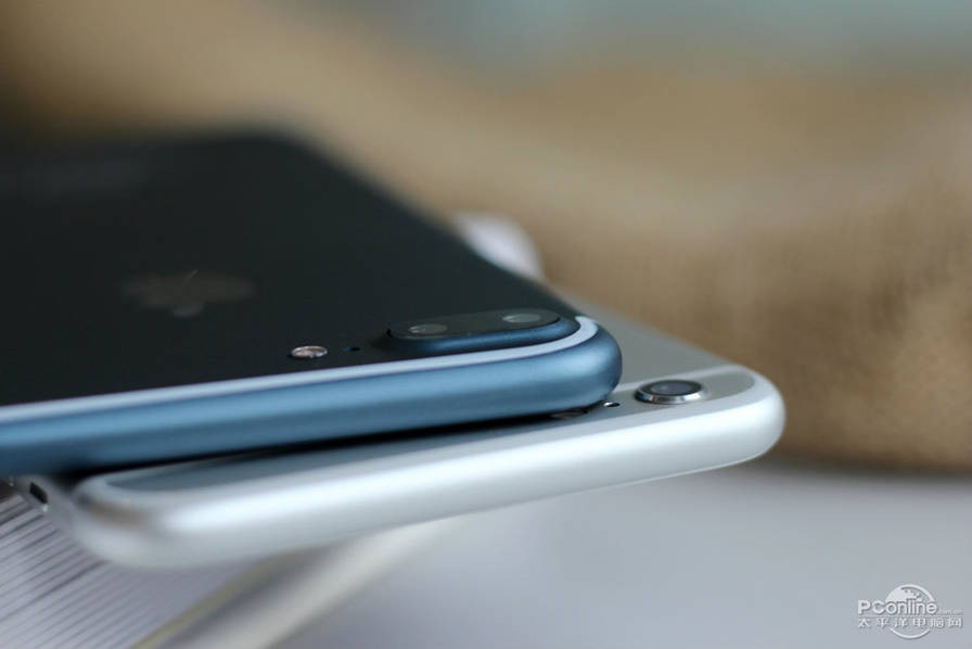 1471427676_alleged-iphone-7-plus-in-deep-blue-8.jpg