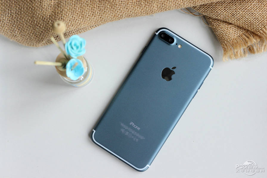 1471427703_alleged-iphone-7-plus-in-deep-blue-12.jpg