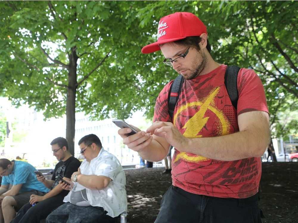 1472675325_montreal-que-july-19-2016-pokemon-go-player-hugo-paque.jpeg