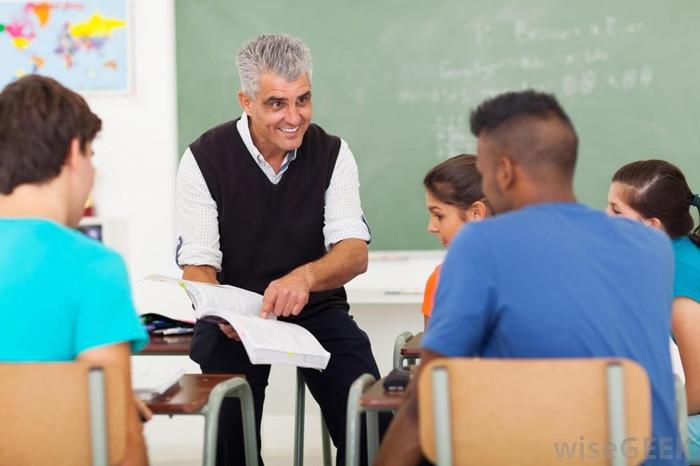 1472758926_man-teaching-students.jpg