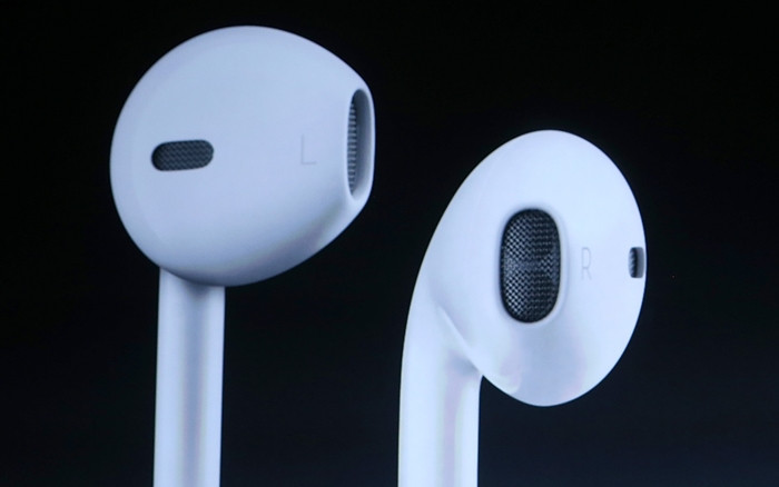 1473277417_iphone-7-apple-airpod-wireless-headphones.jpg