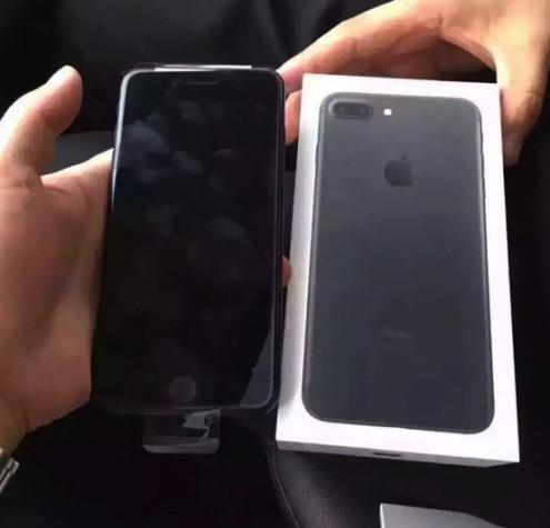 1473928134_apple-iphone-7-unboxing-jet-black-vs-matte-black-packaging-1.jpg
