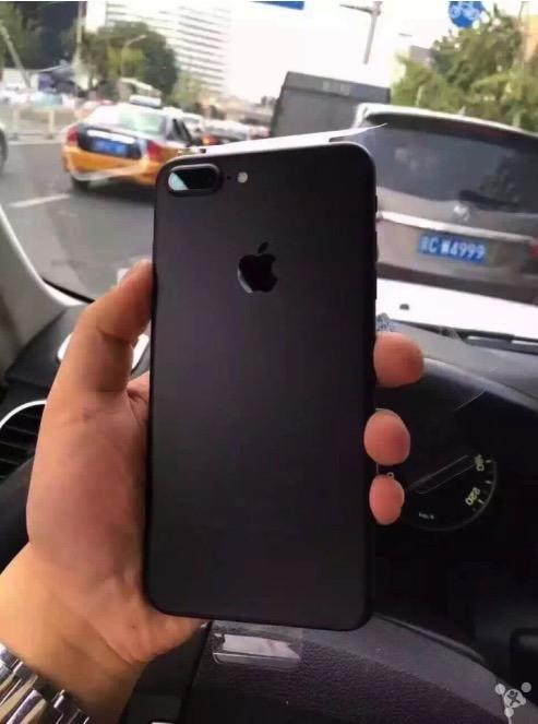 1473928221_apple-iphone-7-unboxing-jet-black-vs-matte-black-packaging-5.jpg