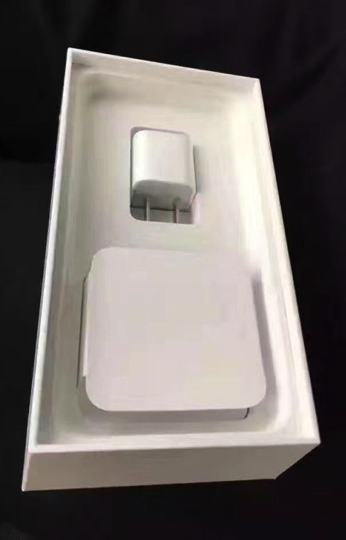 1473928231_apple-iphone-7-unboxing-jet-black-vs-matte-black-packaging-6.jpg