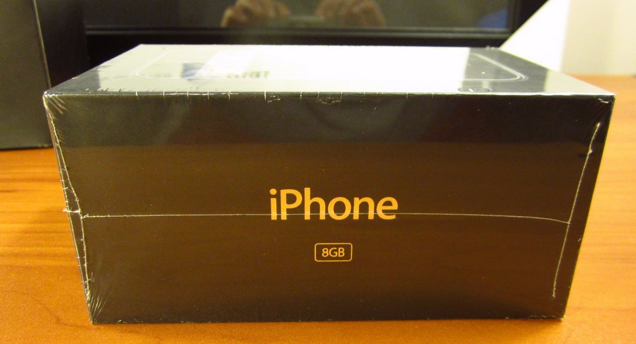 1481540649_original-apple-iphone-in-a-sealed-box-goes-for-big-bucks-at-ebay.jpg-5.png
