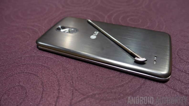 1483536451_lg-stylo-3-hands-on-ces-2017-back-stylus-792x446.jpg