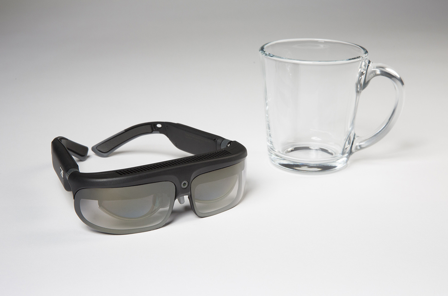 1483595754_odg-r-8-augmented-reality-smartglasses-scale-photo.jpg