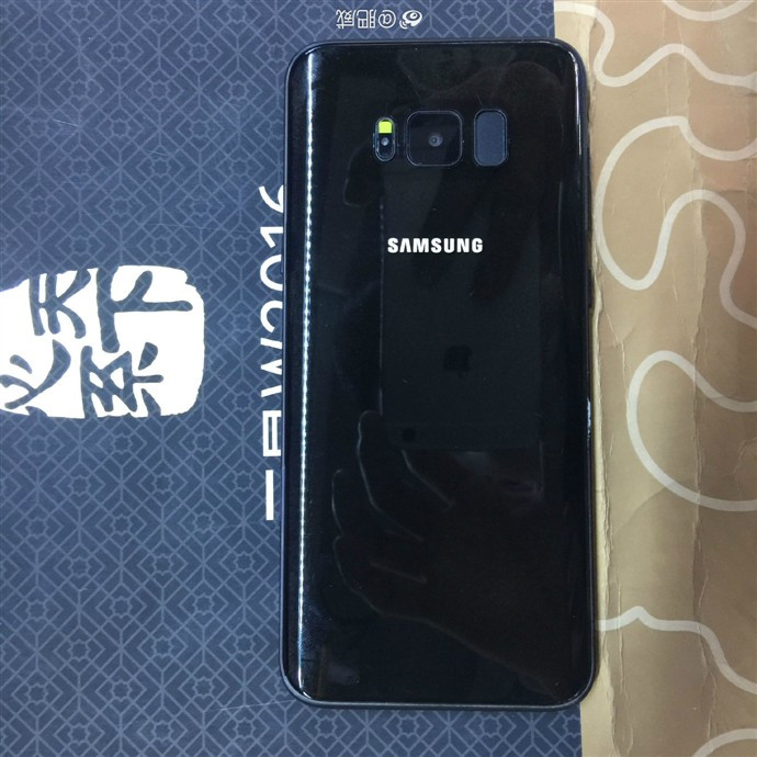 1489670354_alleged-galaxy-s8-in-a-shiny-black-chassis-5.jpg