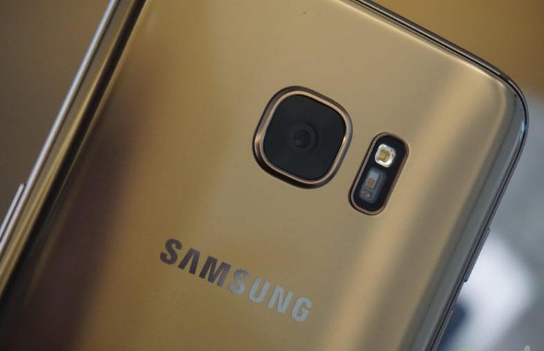 1489740179_samsunggalaxys7edgegoldbacklogocameracloseupbigta-850x567.jpeg