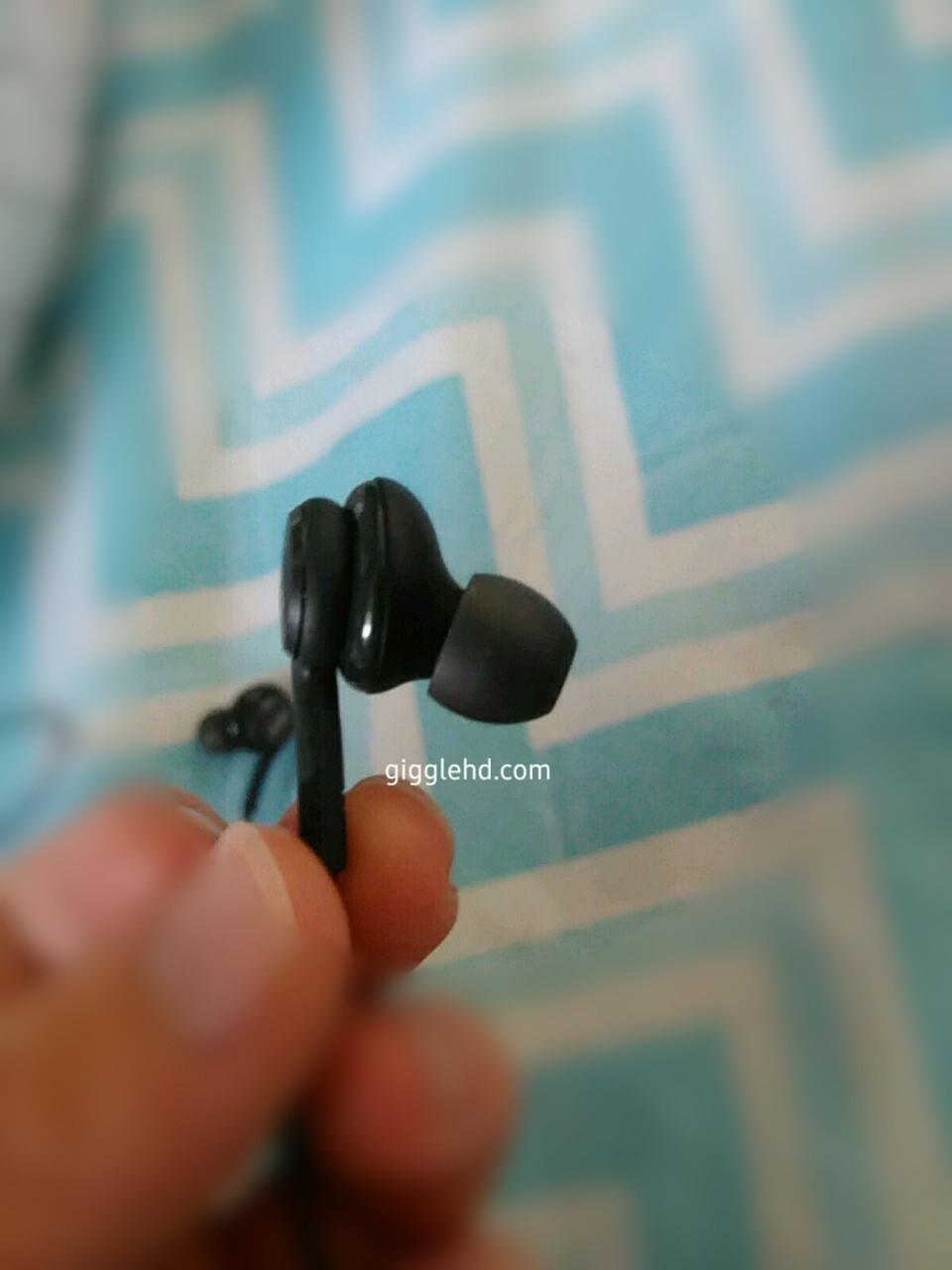 1490008675_galaxy-s8-akg-branded-earphones-3.jpg