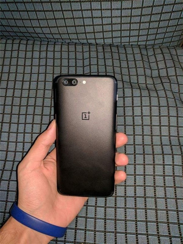 1497939608_oneplus-5-hands-on-leak.jpg