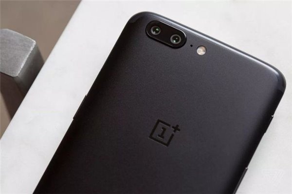 1497939624_oneplus-5-hands-on-leak2.jpg