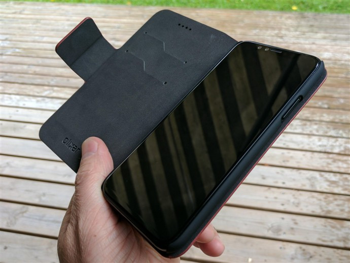 1502714580_an-iphone-8-prototype-fits-in-a-case-gets-sized-up-next-to-iphone-7-7.jpg