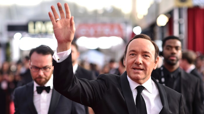 1510247035_kevin-spacey-scandal-everything-we-know-3ee65947-dc20-4df0-bb59-897deadd6ed7.jpg