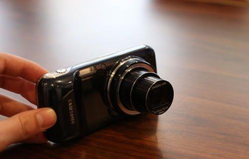 Samsung Galaxy S4 Zoom: Hem telefon hem kamera
