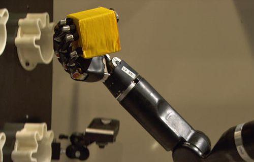 Elli kollu bomba imha robotu - Video