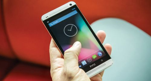 Saf Androidli HTC One Google Play'de!