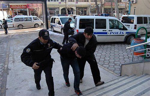 Sosyal medya hırsızı yakalattı