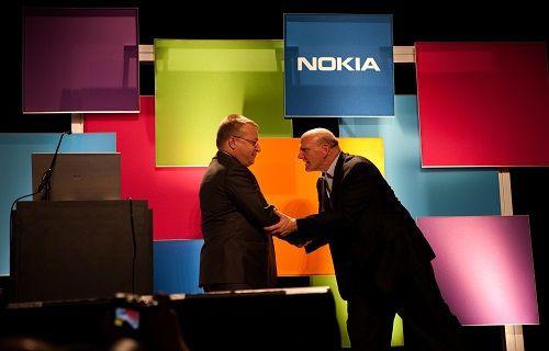 Nokia, akıllı telefon pazarından çekiliyor