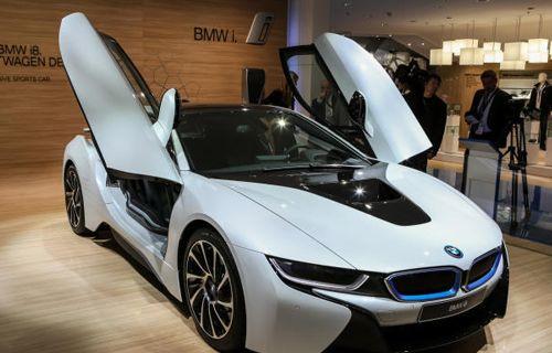 2015 model BMW i8 modeliyle tanışın