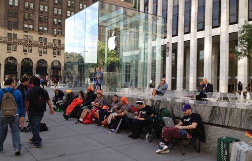 Mobil severlerin iPhone kuyruğu Samsung'a araştırma konusu oldu!